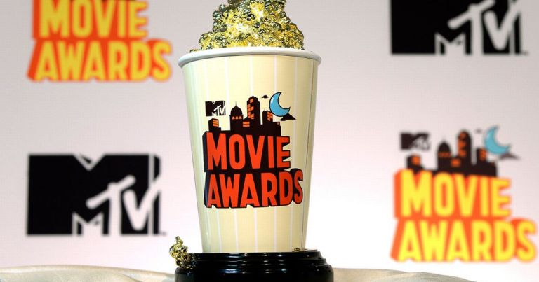 The-2015-MTV-Movies-Awards-Golden-Popcorn-trophy